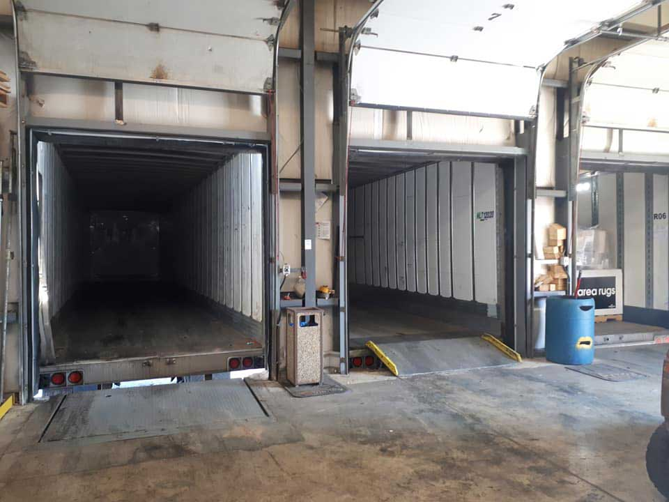 City Cross Docking - 3 trucks at dock